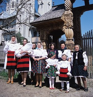 [maramures_traditie+si+familie.jpg]