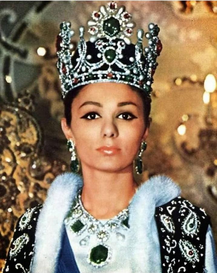 Moştenitorii Iranului de altădată: Frumoasele soţii ale şahului Mohammad  Reza Pahlavi