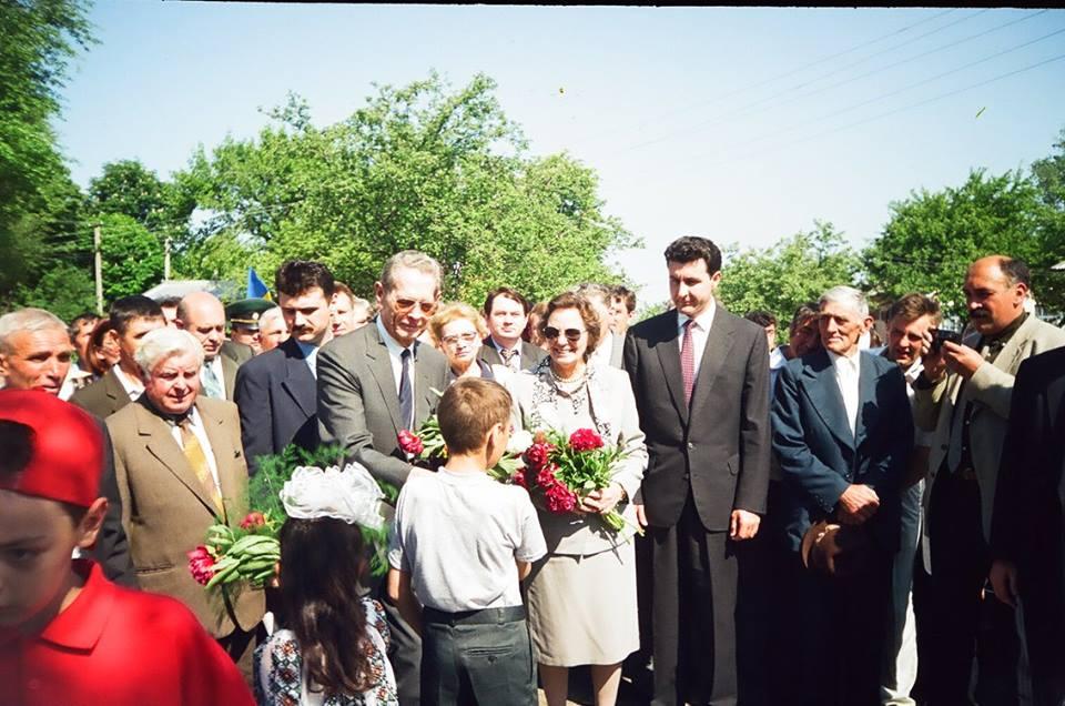 Regele Mihai I al Romanie a avut o vizită istorică în satul Băhrinești, în  regiunea Cernăuți - 1999.
